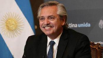 Alberto Fernández anuncia la ampliación de becas para universitarios