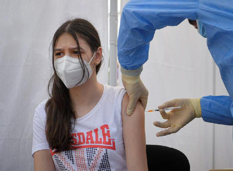 Convocan a menores de 13 a 17 años a inscribirse para recibir la vacuna contra el Covid